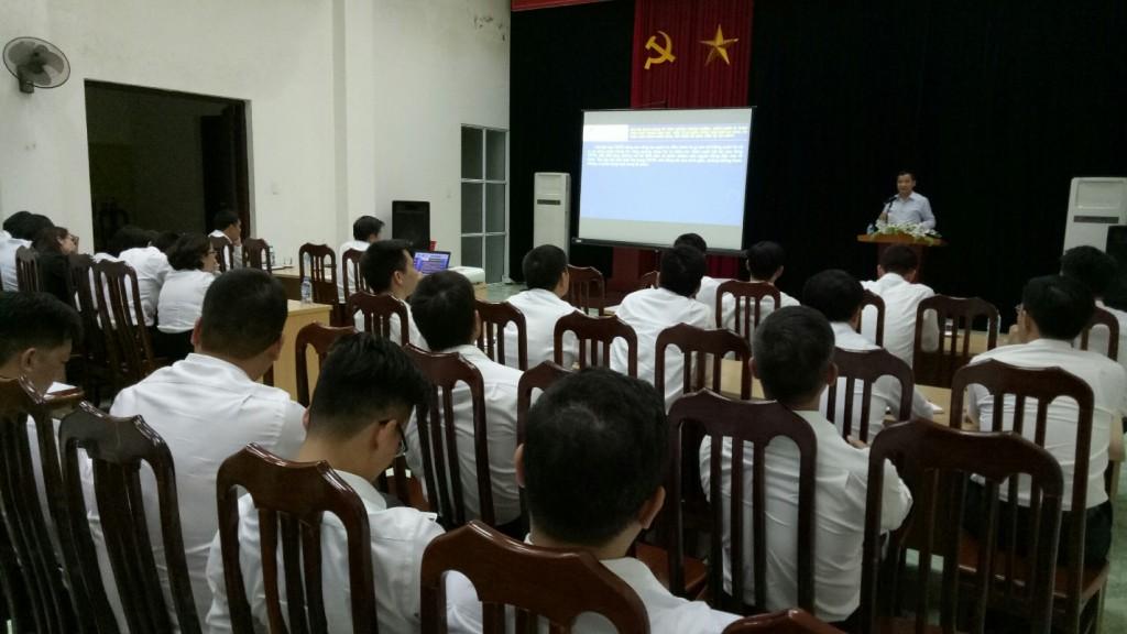 Đồng chí Vũ Ngọc Khuynh – Phó giám đốc Ngân hàng Hợp tác chi nhánh Hải Dương phát biểu tại Hội nghị